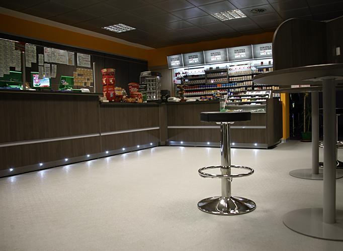 Arredamenti per tabaccherie tekna design for Vendita arredamento design online